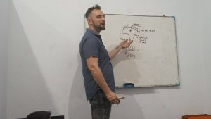 Guru Native Speaker atau lokal? Mana yang Lebih Efektif